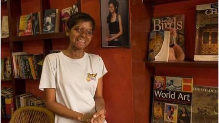印度这家咖啡厅让人肃然起敬! 服务员无比的坚强!