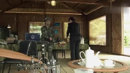 这个女特种兵竟然是富家千金, 妈妈把哈根达斯蛋糕送军队来了