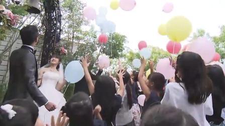 """日本小学生观看""""模拟婚礼"""""""
