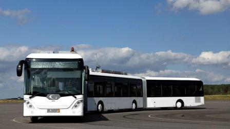 256座的公交车, 30米长3节车厢, 还怕公交车挤吗?