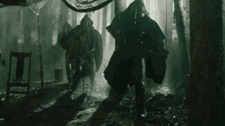 人类与外星人在雨夜交战, 女子偏在此时生孩子, 男子崩溃竟做这事!