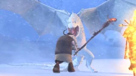 看见雪龙来了,老太拿着拐杖就往前冲,人家小哥都看懵了