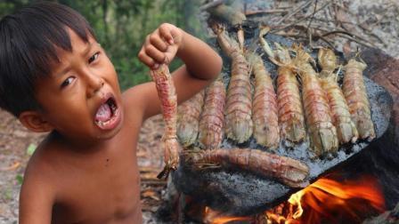 荒野熊孩, 用石板烤皮皮虾, 非常美味, 吃完还吮指回味