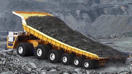 矿场专用重载自卸车, 一个轮胎就有1吨多! 厉害了我的哥