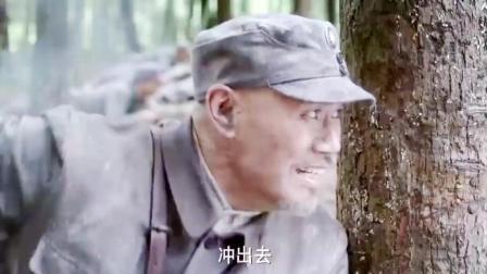 日军躲在地窖里 把枪头探出来狂扫 整个连队损失惨重