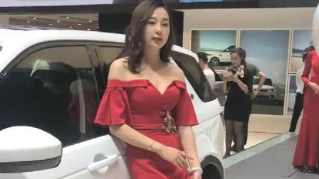 这个车模小姐姐,太美了,一席红裙更是迷人!