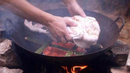 用大米熏鸭肉, 一个人吃掉一整只, 这样吃才叫爽
