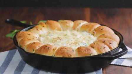 营养早餐新搭配, 法式芝士小面包加一杯浓浓牛奶, 一整上午的满足~
