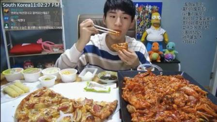 大胃王奔驰小哥吃辣鱼块和披萨, 还得再吃两人份拌饭和芝士条