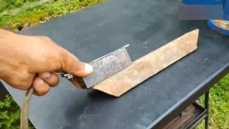 电焊工发明的新型搭铁, 焊接效率特高一半, 太厉害了