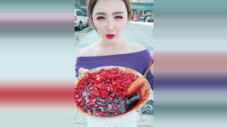 网红美女作死挑战吃小米椒, 吃完跟没事人一样, 一点都不辣!