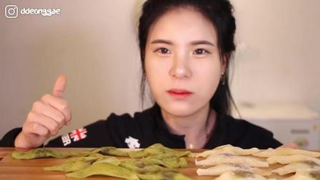 韩国吃播小姐姐, 吃日本美食抹茶味和原味, 想吃吗