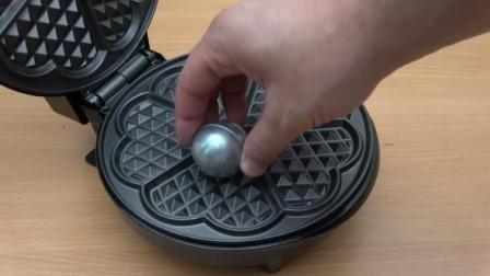 把镓球放到电饼铛里, 你猜镓球会变成什么样? 一起来看看吧!