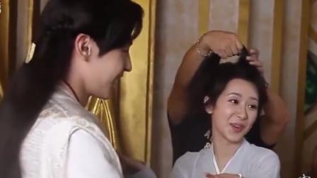 凤凰邓伦在片场调皮搞怪,杨紫小姐姐一脸无奈:我能拿他怎么办?
