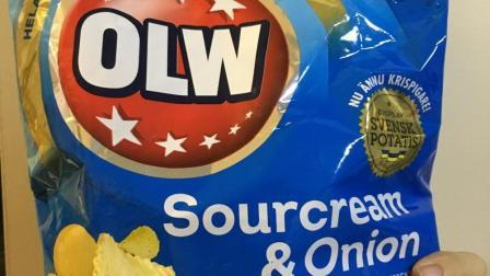 【团子的吃喝记录】瑞典OLW薯片: 洋葱酸奶油, 烧烤味(更多图片评论在微博: 到处吃喝的团子)