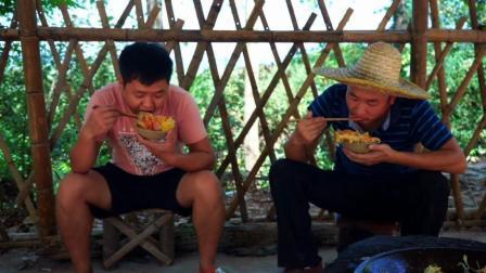 """两兄弟吃""""披萨"""", 4斤大锅, 干完了!"""