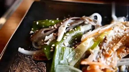 美食猎奇: 韩国街头美食之海肠鱼! 口感鲜嫩, 和