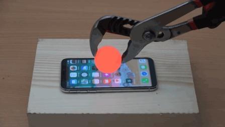 这小编太傻了, 为了验证苹果X是不是真的, 用1000°C的铁球来试验