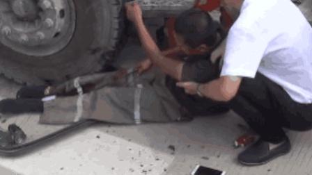 半挂车与货车相撞 司机甩出被压轮下