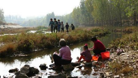 许岚岚一曲《家乡的小河》好听, 唱出了思乡之情!