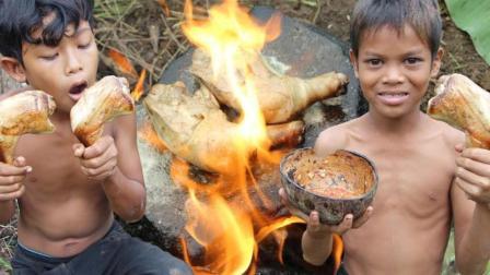 这两个熊孩子真逗, 野外石板烤鸡腿, 看看他们是什么吃法