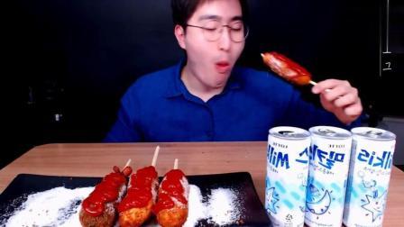 韩国吃播大胃MBRO小哥ASMR吃5根热狗面包蘸番茄酱, 喝3杯饮料