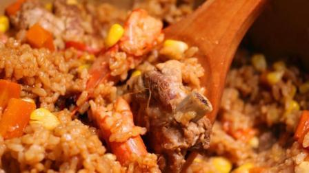 排骨焖饭的家常做法, 把这4样配菜放入电饭锅, 开盖色香味美