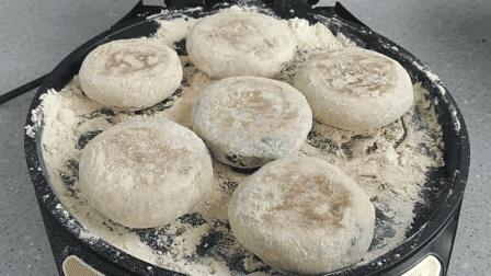 紫薯饼最好吃的做法, 烙饼不用一滴油, 小饼筋道又香甜, 越嚼越香