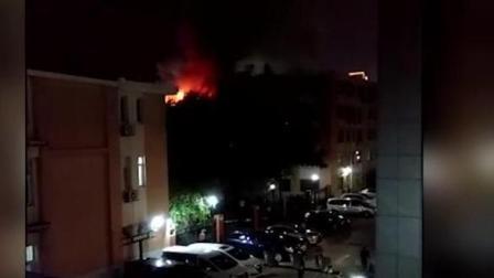 现场: 中国人民大学宿舍起火, 火光冲天!