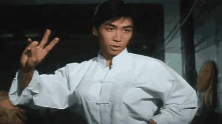 21岁时的甄子丹出演了这部电影《笑太极》甄志丹主演的第一部电影
