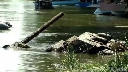 一辆1940年的T-34坦克, 沉入河底78年后再打捞出来, 让人不敢相信