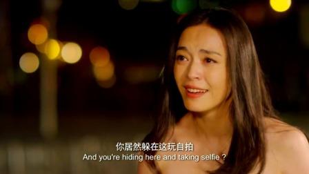 男友突然不告而别,半年后美女意外发现男友在江边玩自拍,美女冲