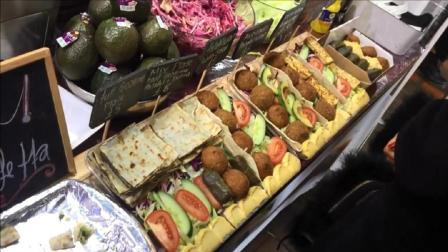 巨大的菠菜和羊乳酪-烤哈罗米-沙拉三明治-伦敦街头食品