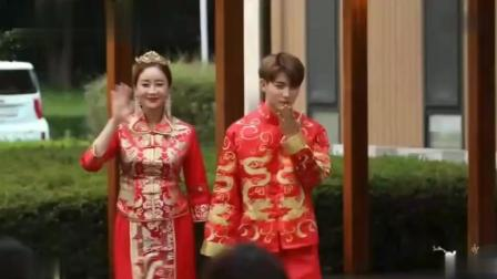 咸素媛陈华穿中式礼服办婚礼, 陈华爸爸再次大方派送红包
