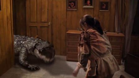史前巨鳄3:抵挡不住了!鳄鱼破门而入,女子拿刀迎面冲去!