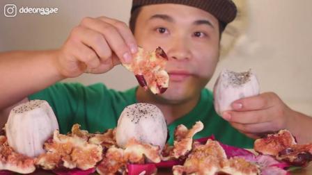 韩国大胃王胖哥, 吃火龙果和无花果, 大口大口啃, 吃的真过瘾