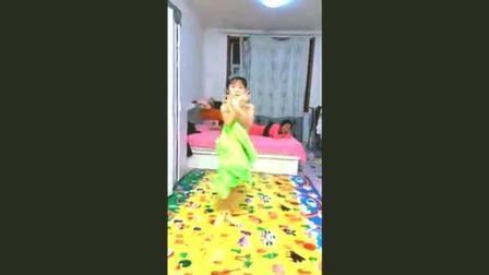 这小女孩跳拉丁舞比教练都跳的好, 妈妈害怕她耽误学习不想让她跳