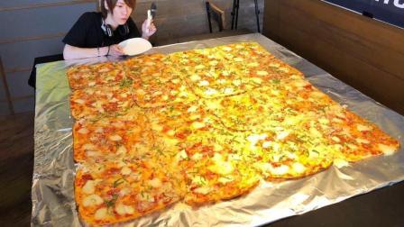 日本大胃王, 吃超大的披萨, 长宽都是2米, 吃的太过瘾了, 太牛了