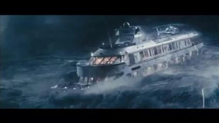 海上风暴瞬间, 人类在大自然面前实在太渺小了