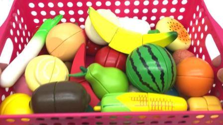 玩具乐园帮帮龙出动 帮帮龙薇琪和钢甲小龙侠切水果