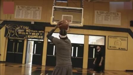 艾弗森重回篮球赛场, 一记后仰跳投依旧美如画