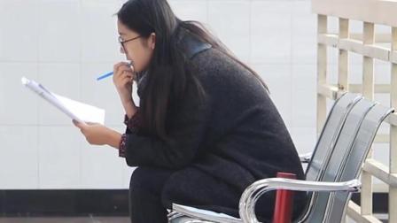 学校食堂打菜的阿姨, 为什么在学生打菜时手抖个不停?