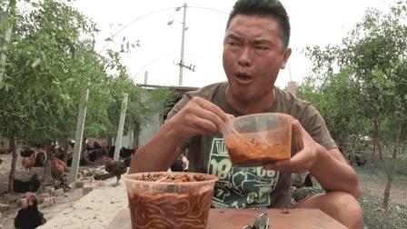 新疆爆辣米粉到底有多辣, 小伙试吃了一下辣的眼泪直流