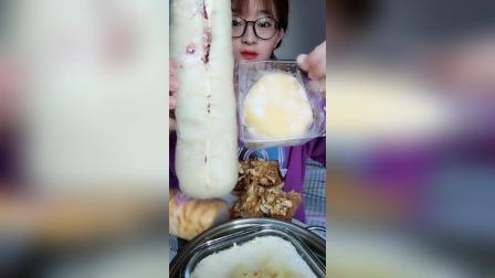 草莓酱白面包芒果味月亮蛋糕吐司