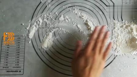 手把手教你做蜂蜜小面包, 脆底配方都告诉你了, 一口气吃了10个
