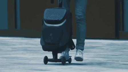 老外给旅行箱装上了滑板车, 一步一滑, 真的能方便吗?