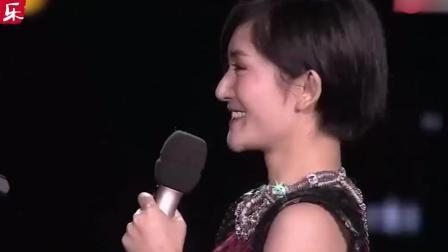 张杰深情演唱《第一夫人》, 谢娜突然空降加入, 观众直呼亲一个