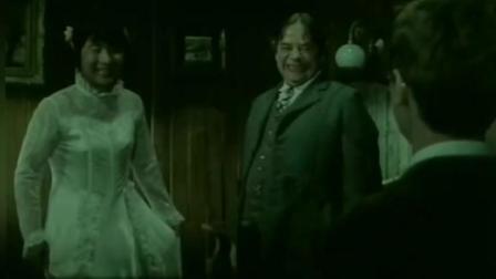 陈佩斯女伴男装的样子完全能以假乱真, 连大帅都被迷倒了