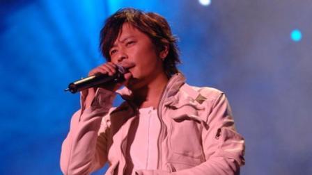 王杰演唱中突然叫停 以为自己唱错歌词不停给歌迷道歉