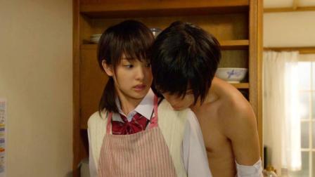 日本学渣女无奈和校草同居, 撩爆你的少女心, 速看日本爱情电影《邻居同居》!